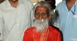 Morre iogue indiano que afirmava estar 80 anos sem comer nem beber